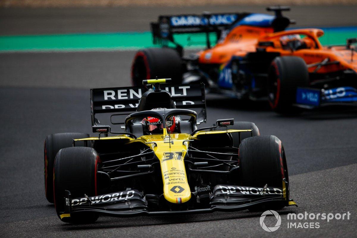 Esteban Ocon, Renault F1 Team R.S.20, Carlos Sainz Jr., McLaren MCL35