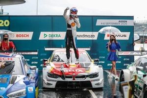 Race winner Sheldon van der Linde, BMW Team RBM