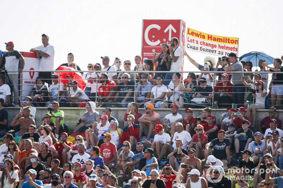 Crowd support for Lewis Hamilton, Mercedes-AMG F1