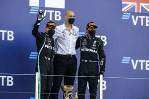 Race Winner Valtteri Bottas, Mercedes-AMG F1, Winning Constructor Representative and Lewis Hamilton, Mercedes-AMG F1 celebrate on the podium with the trophy