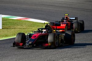 Callum Ilott, UNI-Virtuosi, devance Felipe Drugovich, MP Motorsport