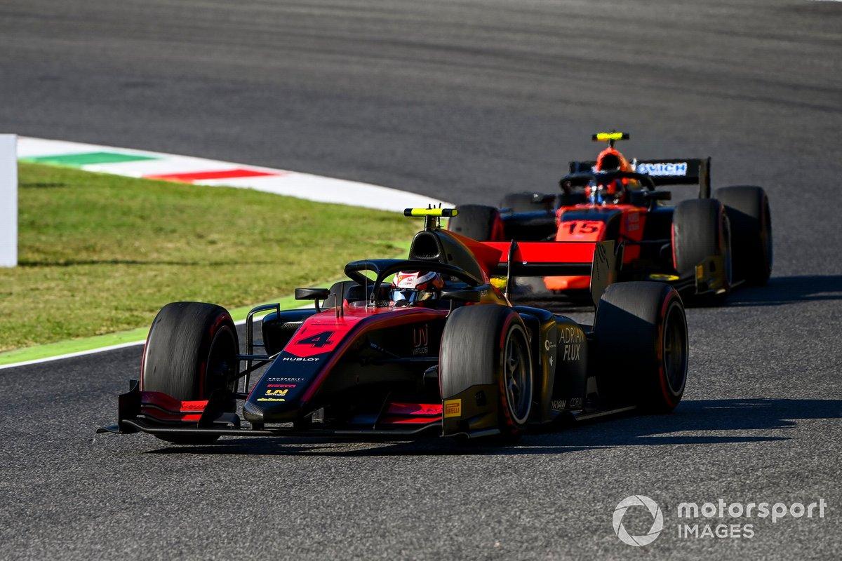 Callum Ilott, UNI-Virtuosi, precede Felipe Drugovich, MP Motorsport