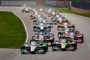 Колтон Херта, Andretti Harding Steinbrenner Autosport Honda, Сантино Ферруччи, Dale Coyne Racing with Vasser Sullivan Honda, и остальные гонщики перед рестартом