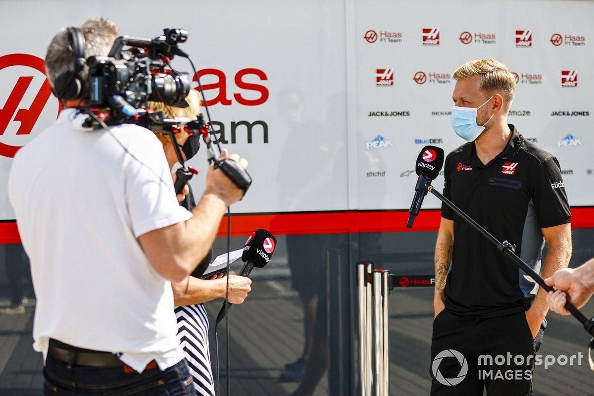 Kevin Magnussen, Haas F1, habla ante la prensa