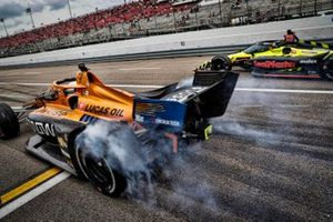 Oliver Askew, Arrow McLaren SP Chevrolet, Santino Ferrucci, Dale Coyne Racing with Vasser Sullivan Honda, pit stop