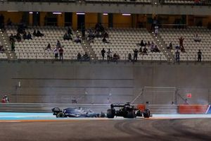 Valtteri Bottas, Mercedes AMG W10, collides with Romain Grosjean, Haas F1 Team VF-19
