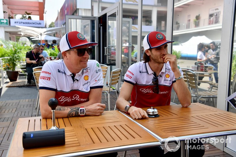 Kimi Raikkonen, Alfa Romeo Racing y Antonio Giovinazzi, Alfa Romeo Racing