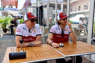 Kimi Raikkonen, Alfa Romeo Racing ve Antonio Giovinazzi, Alfa Romeo Racing