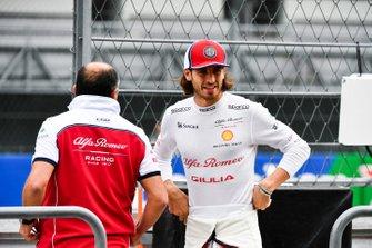 Antonio Giovinazzi, Alfa Romeo Racing and Frederic Vasseur, Team Principal, Alfa Romeo Racing on the pit wall