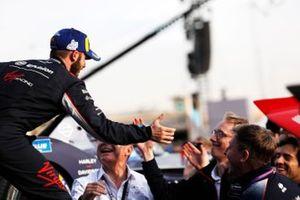 Sam Bird, Virgin Racing, Audi e-tron FE06, célèbre la victoire