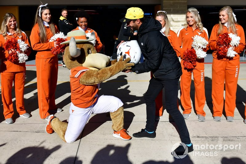 Daniel Ricciardo, Renault F1 Team, meets Texas Longhorn cheerleaders, and displays a new helmet design