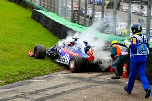 Marshal using the fire extinguisher on the car of Daniil Kvyat, Toro Rosso STR14 after crashing