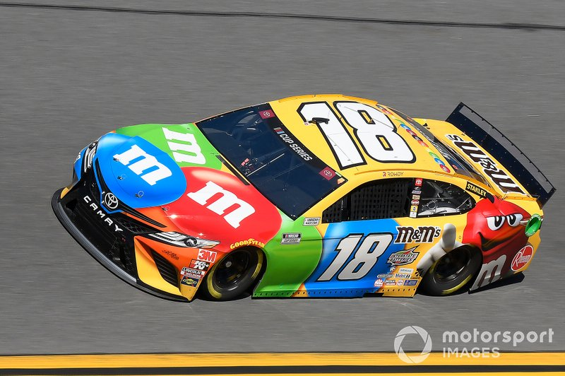 28. Kyle Busch, Joe Gibbs Racing, Toyota Camry M&M's