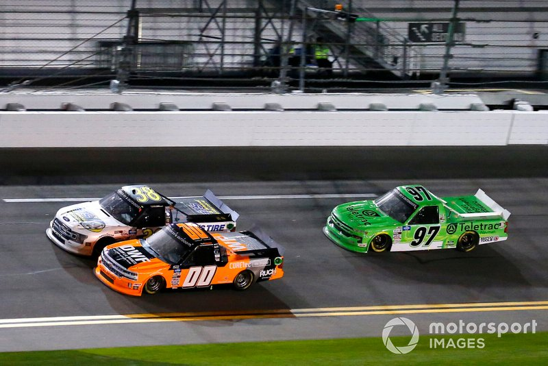 Angela Ruch, Reaume Brothers Racing, Chevrolet Silverado DWF Flooring/Cabinets and Todd Gilliland, Front Row Motorsports, Ford F-150 Black's Tire