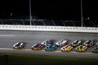 Riley Herbst, Kyle Busch Motorsports, Toyota Tundra Mobil 1, start, Christian Eckes, Kyle Busch Motorsports, Toyota Tundra Safelite AutoGlass