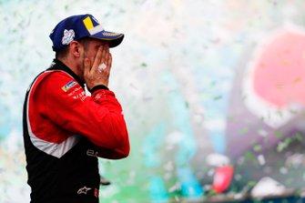 Sébastien Buemi, Nissan e.Dams, celebrates on the podium.