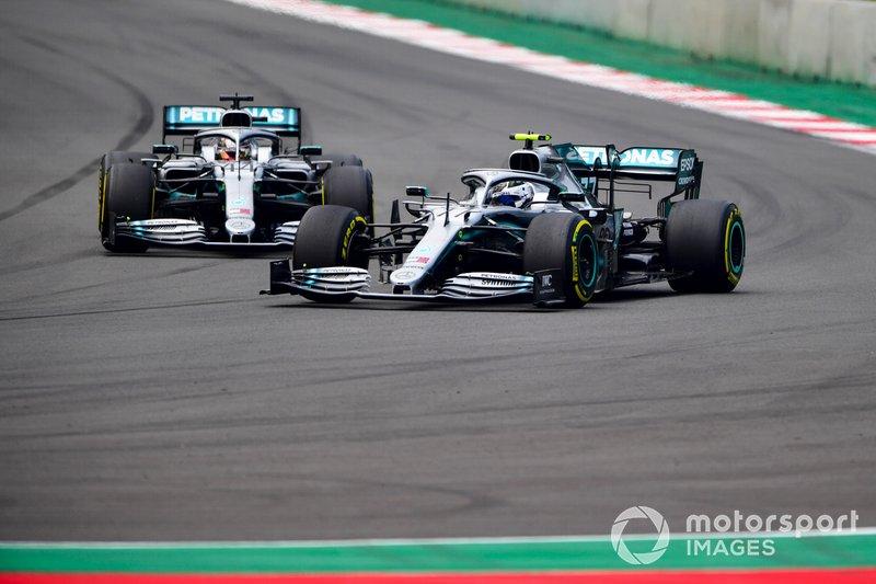 Valtteri Bottas, Mercedes AMG W10 e Lewis Hamilton, Mercedes AMG F1 W10