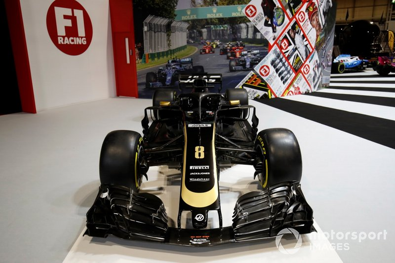 A Haas VF-19 on the F1 Racing stand