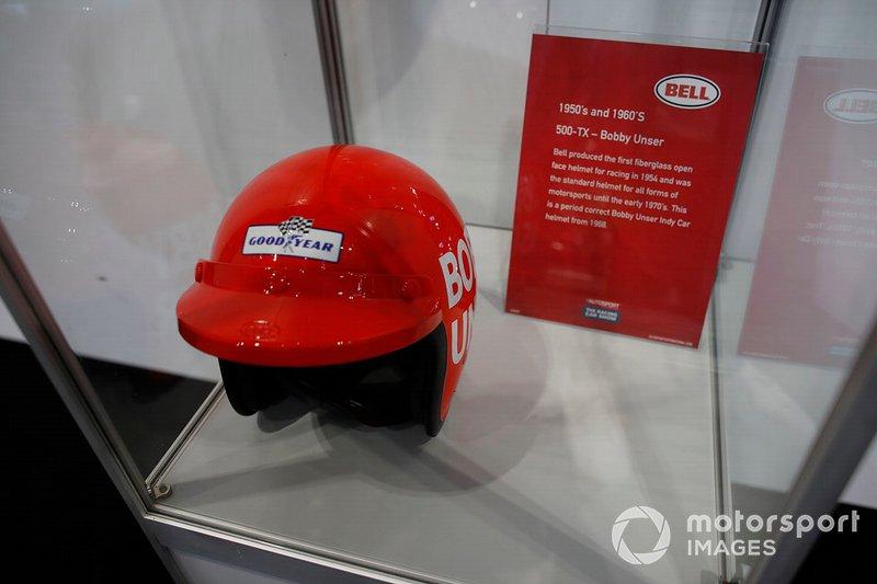 El casco de Bobby Unser