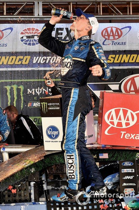 Kevin Harvick, Stewart-Haas Racing, Ford Mustang Busch Beer / Ducks Unlimited wins