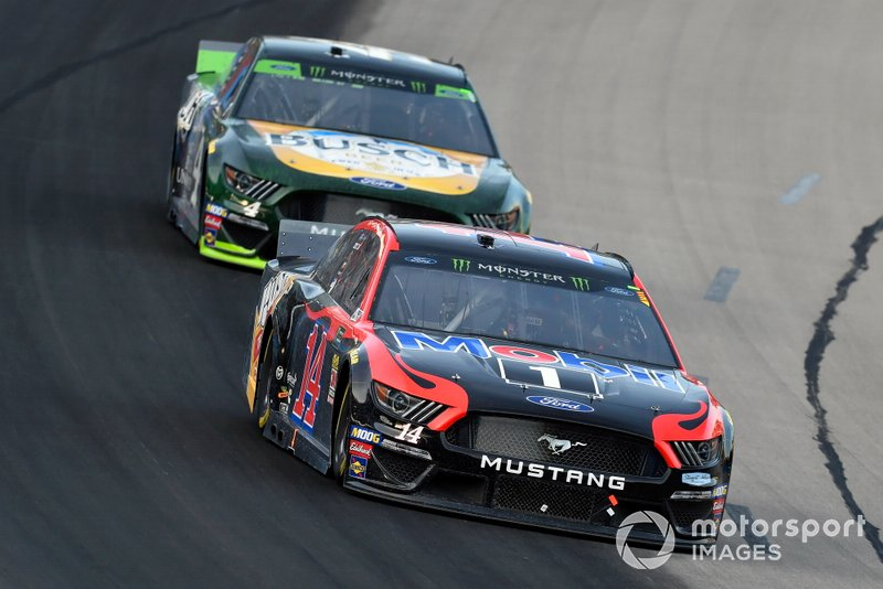 Clint Bowyer, Stewart-Haas Racing, Ford Mustang Mobil 1 / Rush Truck Centers and Kevin Harvick, Stewart-Haas Racing, Ford Mustang Busch Beer / Ducks Unlimited