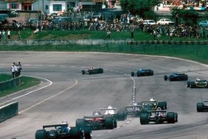 Race start lead by Gilles Villeneuve, Ferrari