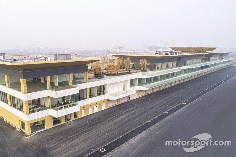Vietnamese GP pit building