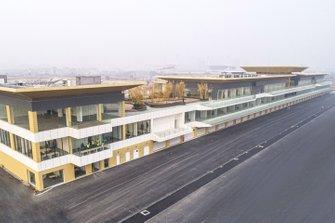 مبنى خط الحظائر على حلبة هانوي في فيتنام