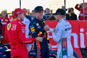 Top 3 na de kwalificatie: Sebastian Vettel, Ferrari, Max Verstappen, Red Bull Racing, en polesitter Valtteri Bottas, Mercedes AMG F1