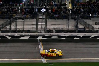 Joey Logano, Team Penske, Ford Mustang Shell Pennzoil drives under the checkered flag to win