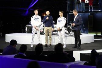 Daniil Kvyat, AlphaTauri, Franz Tost, Team Principal Scuderia AlphaTauri, Pierre Gasly, AlphaTauri, David Coulthard