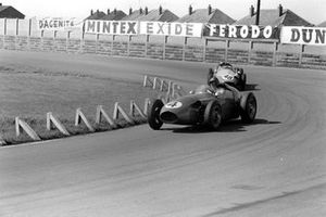 Carroll Shelby, Aston Martin DBR4/250, leads Chris Bristow, Cooper T51 Borgward