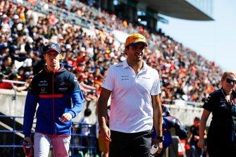 Carlos Sainz Jr., McLaren, and Daniil Kvyat, Toro Rosso, in the drivers parade