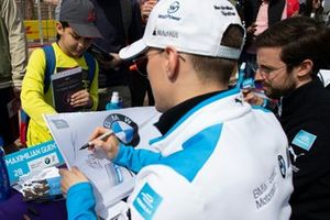 Maximilian Günther, BMW I Andretti Motorsports signs autographs with Alexander Sims, BMW I Andretti Motorsports