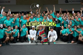 Lewis Hamilton, Mercedes AMG, 1st Position, Tony Walton, Spares Co Ordinator, Mercedes AMG, Nico Rosberg, Mercedes AMG, 2nd Position, and the Mercedes AMG team celebrate a 1-2 finish