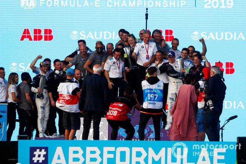Il team BMW I Andretti Motorsports festeggia sul podio