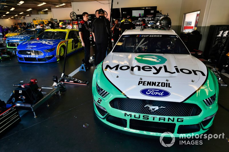 Brad Keselowski, Team Penske, Ford Mustang MoneyLion and Ryan Blaney, Team Penske, Ford Mustang Menards / Peak