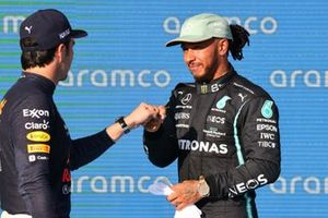 Sergio Pérez, Red Bull Racing, y Lewis Hamilton, Mercedes