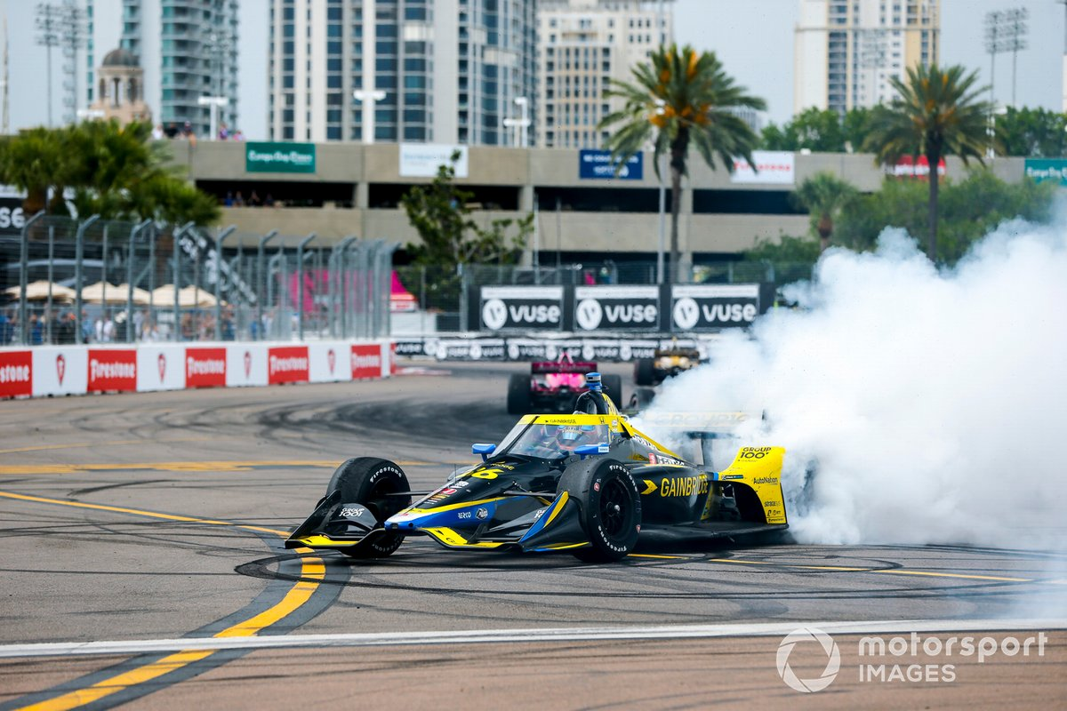El ganador de la carrera, Colton Herta, Andretti Autosport Honda, celebra su victoria