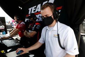 Scott McLaughlin, Team Penske Chevrolet, engineers