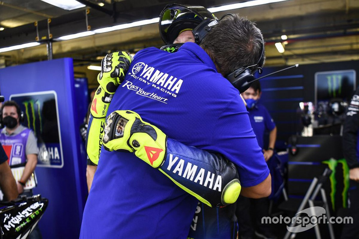 Post-race festiviteiten in de Yamaha Factory Racing pitbox