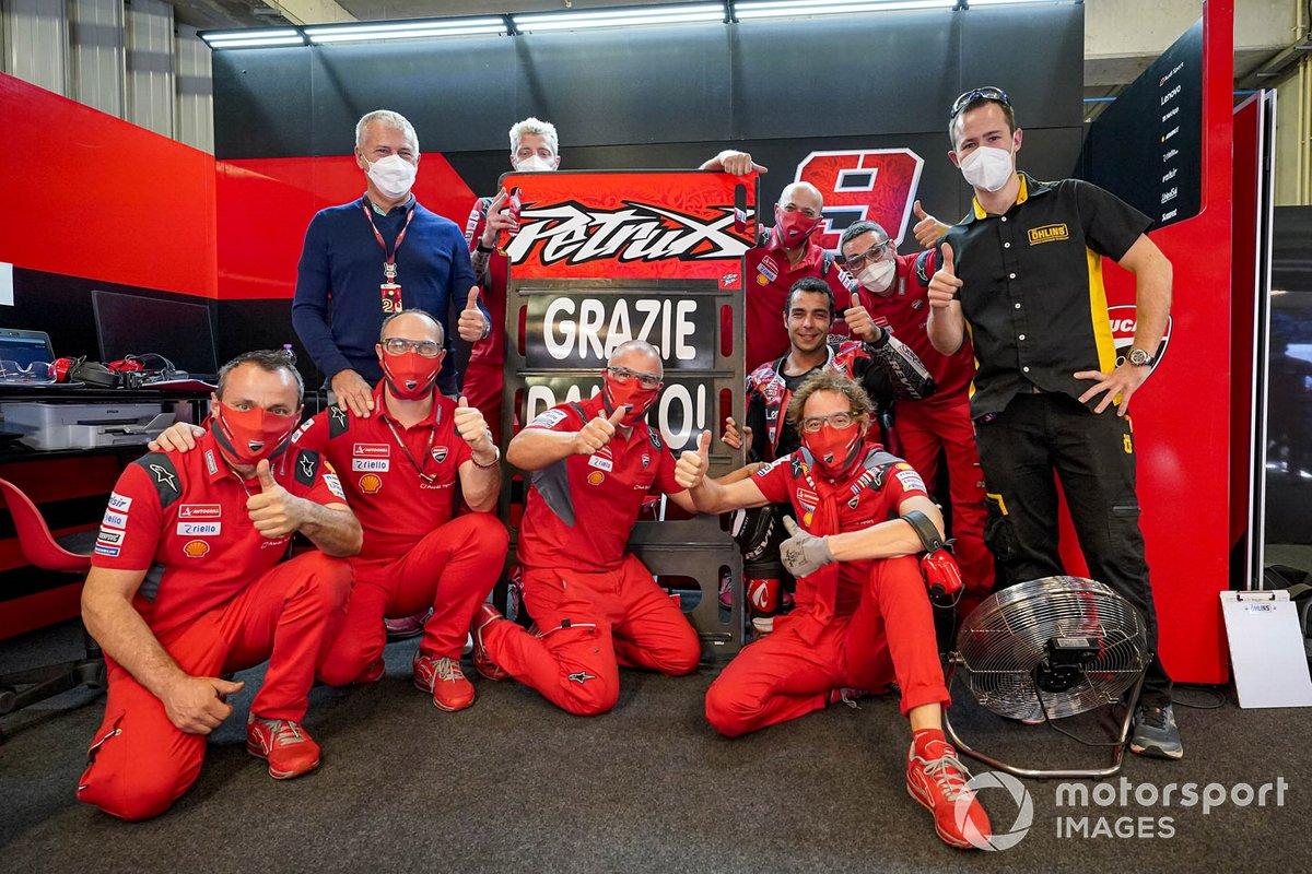 Ducati Team members thanks Danilo Petrucci, Ducati Team