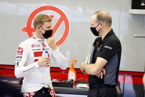 Mick Schumacher with race engineer Gary Gannon