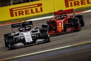Pierre Gasly, AlphaTauri AT01, Sebastian Vettel, Ferrari SF1000