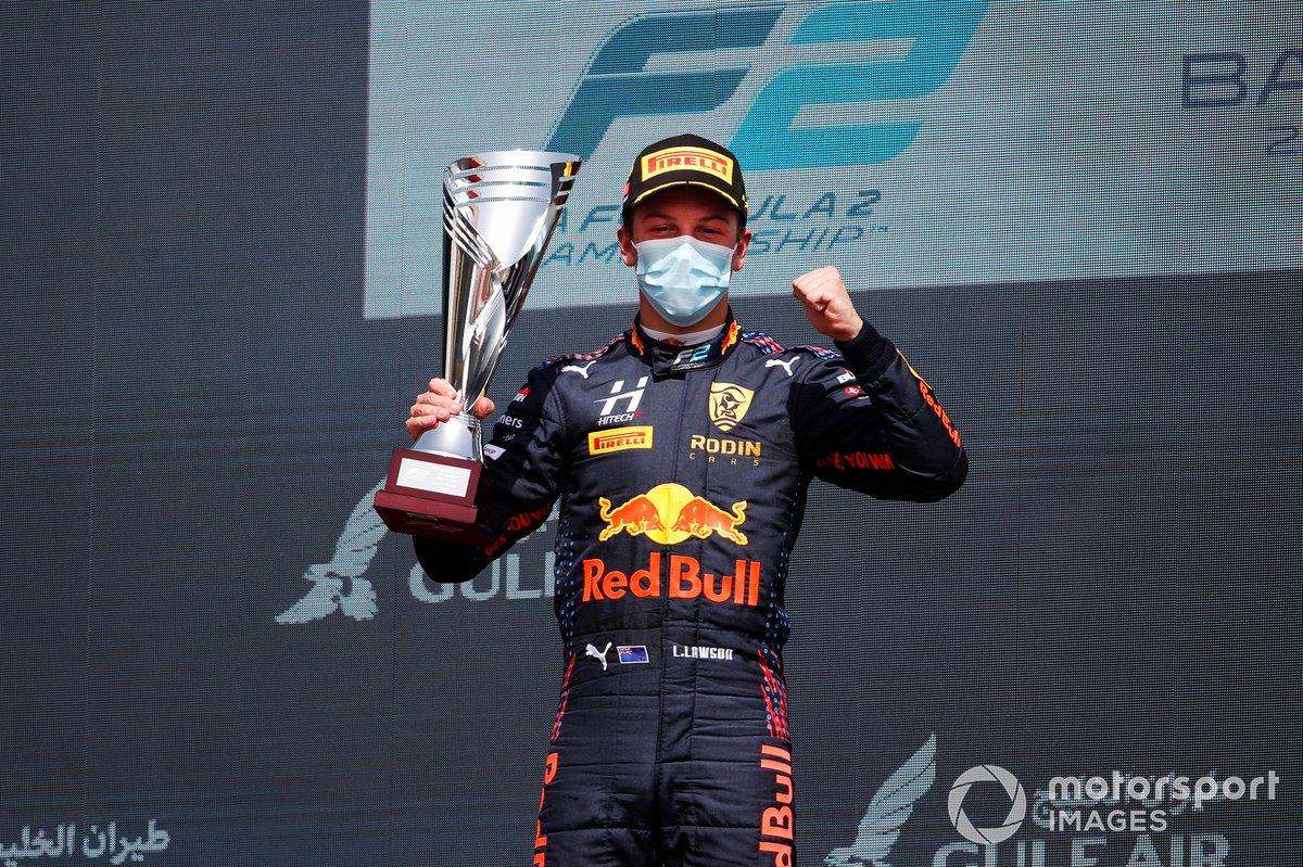 Podio: ganador Liam Lawson, Hitech Grand Prix