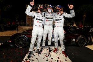 I vincitori della gara #55 Mazda Team Joest Mazda DPi, DPi: Jonathan Bomarito, Harry Tincknell, Ryan Hunter-Reay