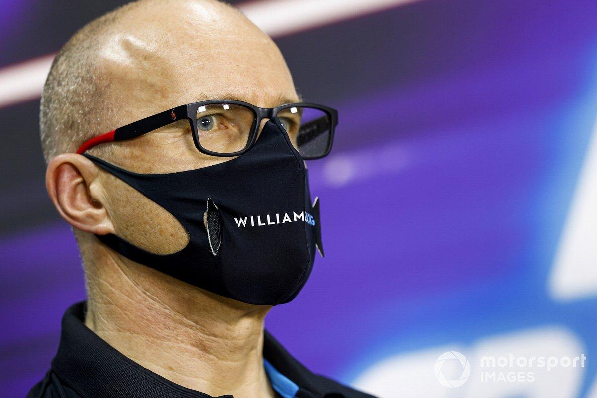 Simon Roberts, director del equipo en funciones, Williams Racing en la conferencia de prensa