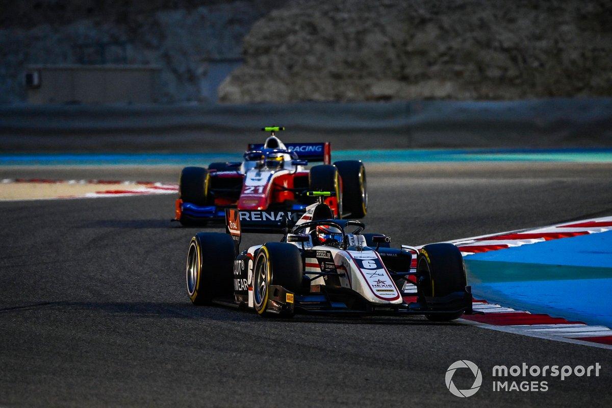 Christian Lundgaard, ART Grand Prix, precede Robert Shwartzman, Prema Racing