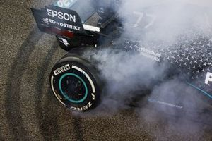 Valtteri Bottas, Mercedes F1 W11, 2nd position, performs donuts after the race