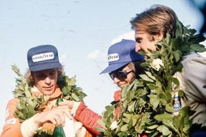 Emerson Fittipaldi, McLaren M23, James Hunt, Hesketh Ford 308, Carlos Reutemann, Brabham BT44B